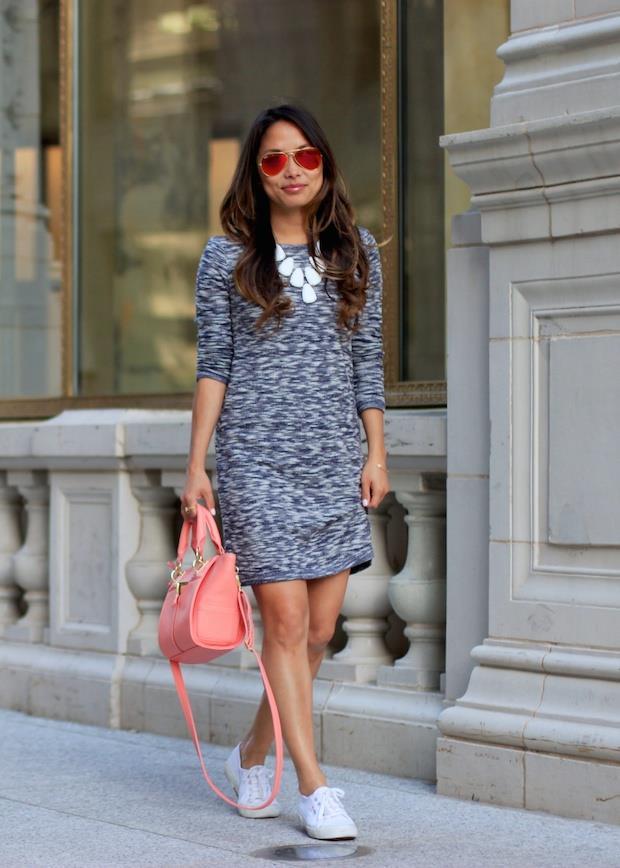 Güzel bir elbise aksesuar farkıyla sneaker'larınızı daha şık hale getirebilirsiniz.