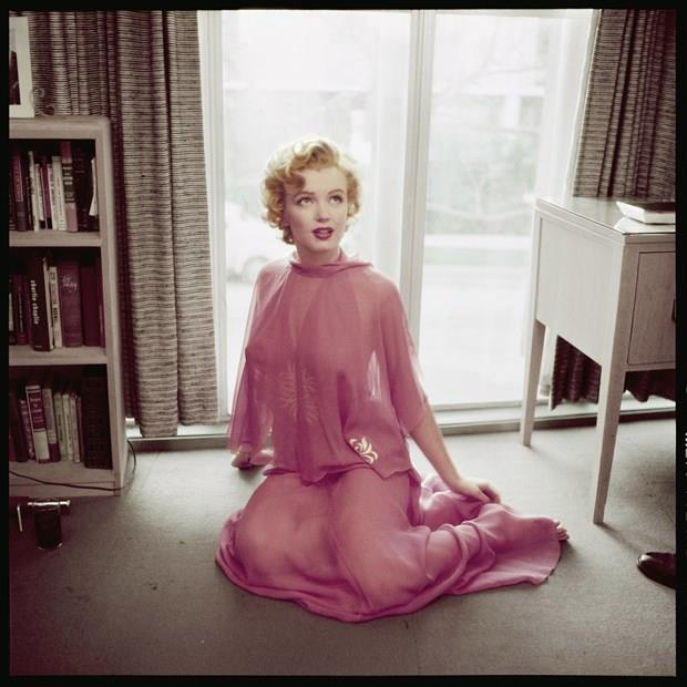 MARILYN MONROE  Marilyn Monroe, 1952 yılında bir dergiye verdiği röportajda, ilginç bir diyet uyguladığını anlattı. Bu diyete göre Monroe, her sabah kahvaltıda iki çiğ yumurta ile sıcak sütü karıştırıyordu. Bu protein yüklü karışım, onu akşam yemeğine kadar tok tutuyordu. Elbette Monroe'nun beslenme programı bununla sınırlı değildi. Zaman zaman akşamları soslu dondurma da yiyebiliyordu.