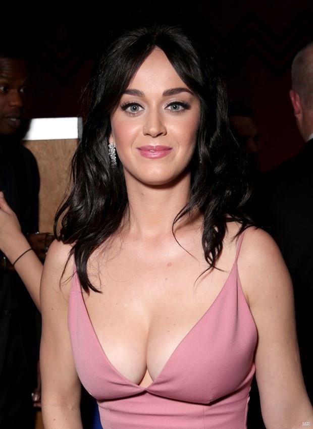 Katy Perry  25 Ekim 1984 (32 yaşında), Santa Barbara, Kaliforniya, ABD  Akrep