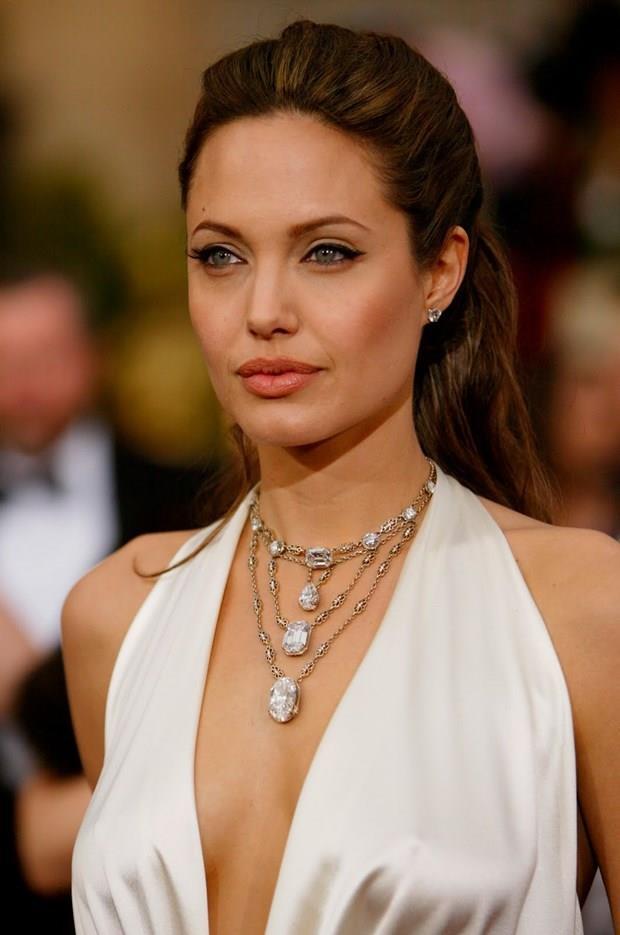Angelina Jolie  4 Haziran 1975 (42 yaşında), Los Angeles, Kaliforniya, ABD  İkizler