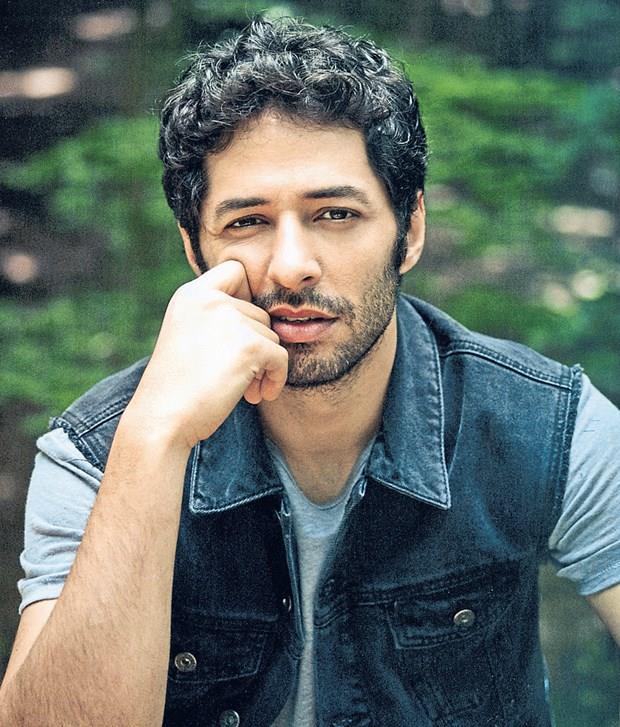 """MERT FIRAT  35 yaşındaki ünlü oyuncu, senaryosunu ve yönetmenliğini Yılmaz Erdoğan'ın yaptığı """"Kelebeğin Rüyası"""" filmi için 10 kilo vermişti."""
