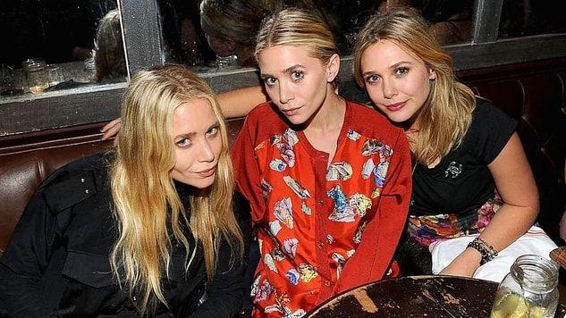 Ashley & Mary-Kate Olsen kardeşler 30 yaşlarına  geldiler bile.Kendilerinden üç yaş küçük kardeşleri Elizabeth'le birlikte üçüz gibi duruyorlar.