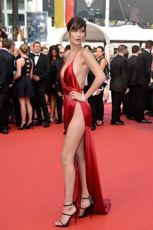 Bella Hadid  Hadid, bu yıl düzenlenen Cannes Film Festivali kırmızı halısında giydiği Alexandre Vauthier imzalı kırmızı elbisesiyle çok konuşuldu.