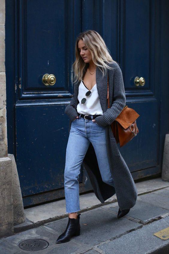 Moda haftalarında ise açık renk yıkanmış jean pantolonlar pek bir revaçta. Özellikle 2018 yılında mühim olacak bir trend olması dikkat çekiyor. Bu renk tonlarındaki jeanlar kış kombinlerinde hem pastel tonlarla hem de koyu renklerle harika görünüyor.
