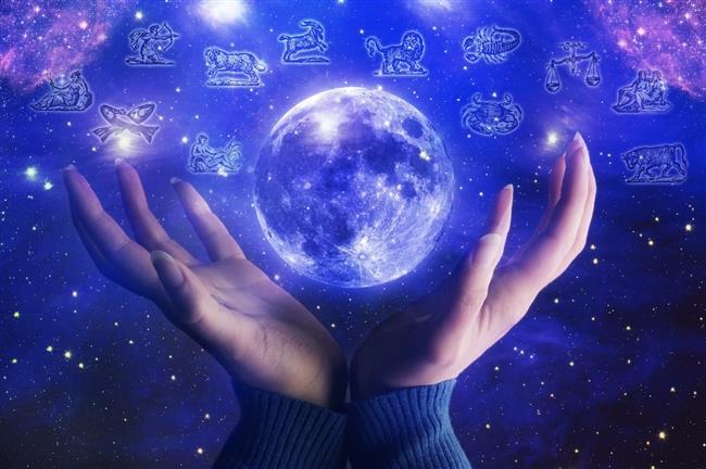 5 Ekim 2017 Perşembe günü dolunay Koç burcunda gerçekleşecek. Bu dolunay Ekim ayını ve sonrasını güçlü bir dönüşüme itecek nitelikte olacak.   ETKİLERİ İKİ HAFTA SÜRECEK!   Bu dolunay önümüzdeki iki hafta içinde duygularımızı ortaya koymak adına önemli bir tema oluşturacağa benziyor. Koç burcundaki bu dolunay, bir Venüs Mars kavuşumu sonrasında oluşuyor. Bu tutkuyu, agresifliği ve yoğunluğu artıracaktır.    Biliyorsunuz ki yorumları Yükselen burcunuza göre yorumları okursanız daha isabetli olabilir. İşte Koç burcundaki Dolunayın burçlara etkileri...  Kaynak Fotoğraflar: Pinterest