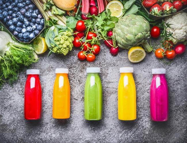 11.BOL MİKTARDA SIVI  Boğaz ağrınız olduğunda bol miktarda sıvı tüketmeniz gerekiyor. Bununla birlikte, boğazınızın mukoz membranlarının nemlenmesi önemlidir, ancak bu yolla iyileşebilirler.   Yutkunmak ilk başta rahatsızlık verebilir ancak bol miktarda su veya diğer sıvıları içmek nihayetinde boğaz ağrınıza iyi gelecektir.   Yeterli sıvının tüketilmesi, vücudunuzun su seviyesini sabit tutmanızı ve boğazınızın nemli kalmasını sağlar, böylece daha hızlı iyileşebilirsiniz.