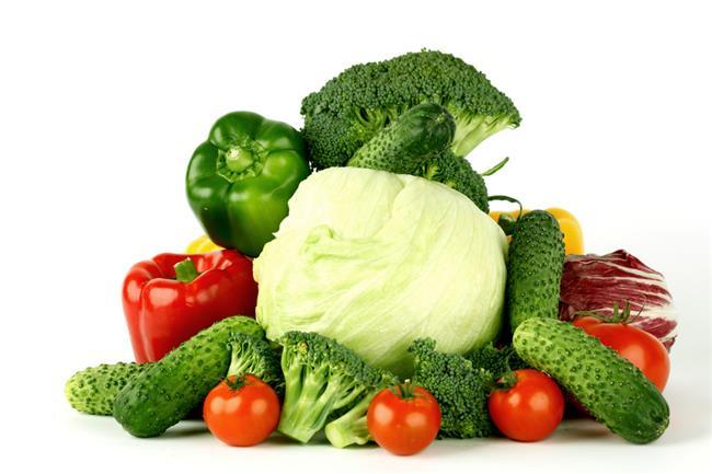 Öğün Atlamayın!  -Gün içerisinde aç kalmamak için ara öğünler oluşturulmalı ve öğün atlanmamalıdır. Bu öğünlerde sağlıklı atıştırmalıklar tüketilebilir.  -Çiğ sebzeler tüketilmelidir.