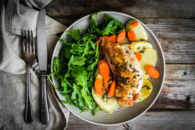 Akşam Yemeği Saatine Dikkat!  -Akşam yemeği 7'den önce yenmelidir. Akşam 7'den sonra yemek yenmesi kilo alınmasına neden olur.  -Akşam yemeğinde hafif gıdalar tüketin.