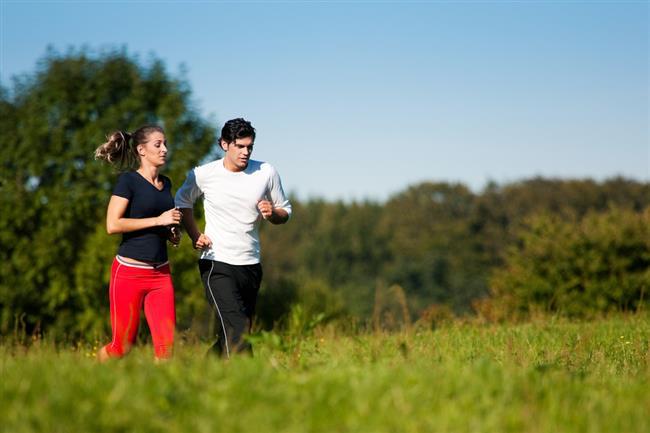 YAPACAĞINIZ EGZERSİZİ İYİ PLANLAYIN  Egzersize başlarken hedeflere yönelik iyi bir plan yapılması gerekmektedir. Bunun için dikkat edilmesi gerekenler şunlardır:   Egzersizin tipi:  -Hedefe göre kardiyo ya da rezistans tipi egzersizler yapılabilir.   -Büyük kas gruplarının ritmik kasılma ve gevşemeleri yürütülen fiziksel aktivite tipleri aerobik egzersizleri oluştururlar.   -Tempo yürüyüş, hafif koşu, yüzme, bisiklet binme, kürek çekme bu tip aktivitelerdir.   -Rezistans egzersizler de kas yapısını direnci artıracak antrenmanlardır.
