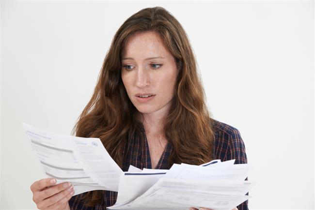 Ev geçindiren herkes tasarruf etmek için farklı yöntemlere başvuruyor. Siz de kullanacağınız bazı yöntemlerle faturalarınızı düşürebilirsiniz.  -Elektrik, su ve doğalgaza gelen zamlar dolayısıyla herkes yüksek gelen faturaları düşürmenin yollarını arıyor. Bu durumda en büyük görev ise ev hanımlarına düşüyor.  -Evde yapılan bazı tasarruflarla kabarık gelen faturalarınızı indirerek bütçenize katkıda bulunabilirsiniz.   Kaynak Fotoğraflar: Ingımage, Google Yeniden Kullanım