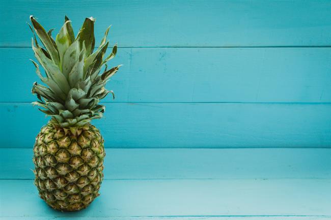 Cilt:   C vitamininin cilt ve saç sağlığı için ne kadar önemli olduğunu biliyoruz. Yüksek miktarda C vitamini içeren ananas vücudun kolajeni sentezlemesini kolaylaştırarak cildin daha esnek olmasını sağlarken akne oluşumu azaltır.