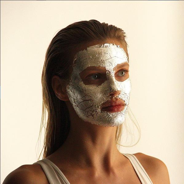 Yeni Trend: Gümüş Ve Altın Maskeler - 4
