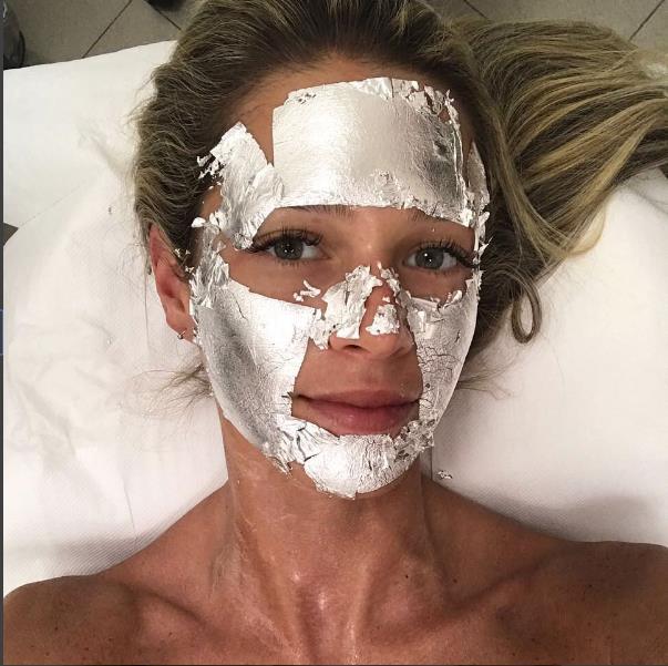 Cildin üst düzeyindeki deriyi arındırır ve cildin formunun korunmasında önemli rol oynar.