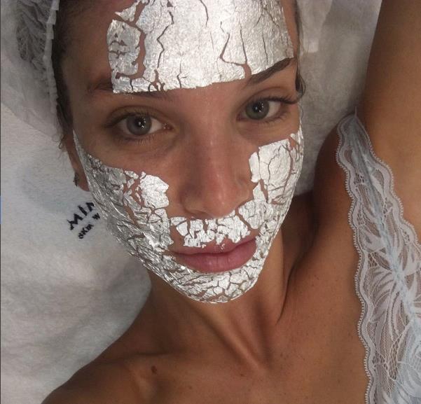 Yeni Trend: Gümüş Ve Altın Maskeler - 14