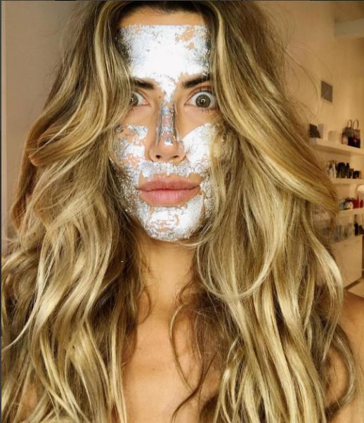 Yeni Trend: Gümüş Ve Altın Maskeler - 17