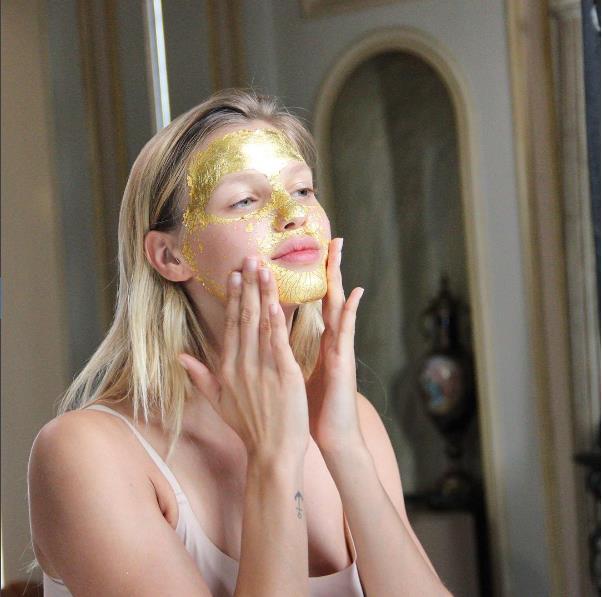 Yeni Trend: Gümüş Ve Altın Maskeler - 20