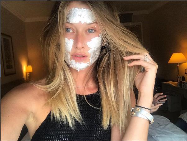 Yeni Trend: Gümüş Ve Altın Maskeler - 13