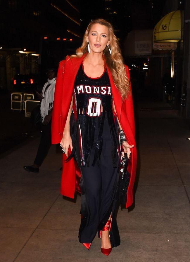 Kocası Ryan Reynolds'la NYC'de birlikte olan Blake Lively, bu kombini tercih etmişti.