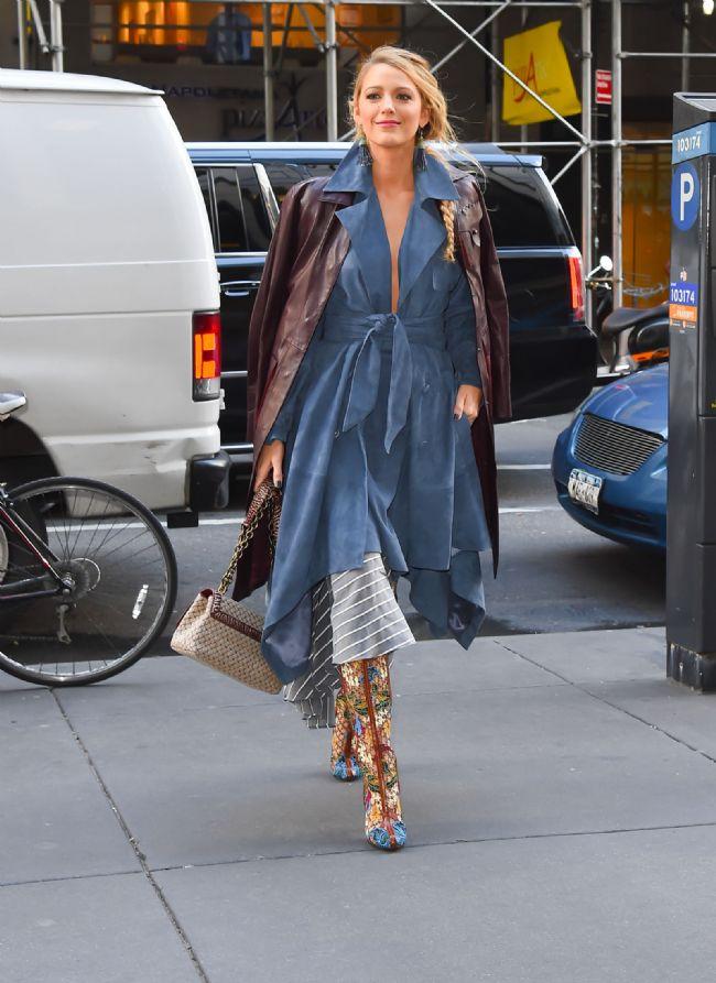 Karmaşık bir görüntünün bile onun üzerinde moda ikonu etkisi yarattığı söylenilen Blake, söylentilerin hakkını veriyor.