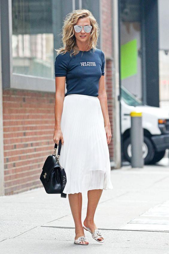 Günlük tarzıyla da sokak stilini konuşturan Karlie Kloss, rahat ve sadelikten yana olan tutumunu gözler önüne seriyor.