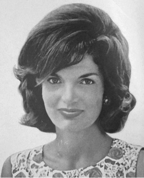 Kabarık saçlar 1960'larda moda olan kabarık saç modeli, dönemin ABD Başkanı John F. Kennedy'nin eşi Jackie Kennedy ile popüler hale geldi.