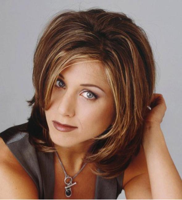 Katlı saçlar Friends dizisindeki Rachel rolünü canlandıran Jennifer Aniston ile ikonikleşen katlı saçlar, uzun yıllar severek kullanıldı.