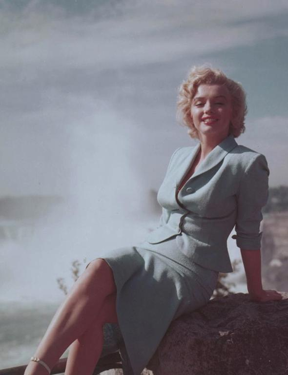 Marilyn Monroe  Tüm zamanların en seksi kadınlarından biri olan Marilyn Monroe bu seksapeli tamamen güzel yüzüne borçlu olsa da hatırı sayılır bir gardırobun da yardımını almıştır.