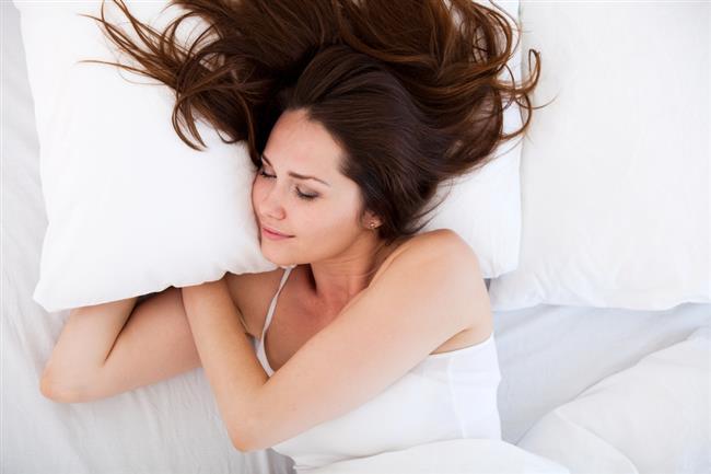 Gün içinde yapılan şekerlemelerin 30 dakikayı geçmemesi gerektiğini söyleyen Nöroloji Uzmanı Prof. Dr. Okan Bölükbaşı, iyi uyku için 16 kuralı açıkladı…  Kaynak Fotoğraflar: Ingımage, Google Yeniden Kullanım
