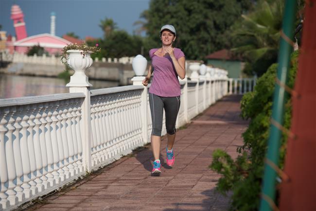 """3.Egzersiz iyi bir uyku kalitesi sağlar. 10 dakikalık kısa bir bisiklet ya da yürüyüş bile gece uykusu kalitesini belirgin bir ölçüde arttırır. Ancak yatağa gidiş döneminde yoğun egzersiz yapmayın.  <a href=  http://mahmure.hurriyet.com.tr/foto/saglik/7-maddede-saglik-efsaneleri_42614/  style=""""color:red; font:bold 11pt arial; text-decoration:none;""""  target=""""_blank"""">  7 Maddede Sağlık Efsaneleri"""