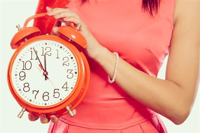 10.Yatağınızı sadece uyumak için kullanın. Yatağa mümkün olduğunca erken gidin. Saat 23.00 en idealidir. Çünkü 23.00 ile 01.00 arası adrenal sistemimizin yenilenme zamanıdır. Bu sırada uykuda olsanız iyi olur.   Safra kesesi de bu dönemde zehirleri vücuttan atar. Uyanıksanız zehirler karaciğere geri döner.