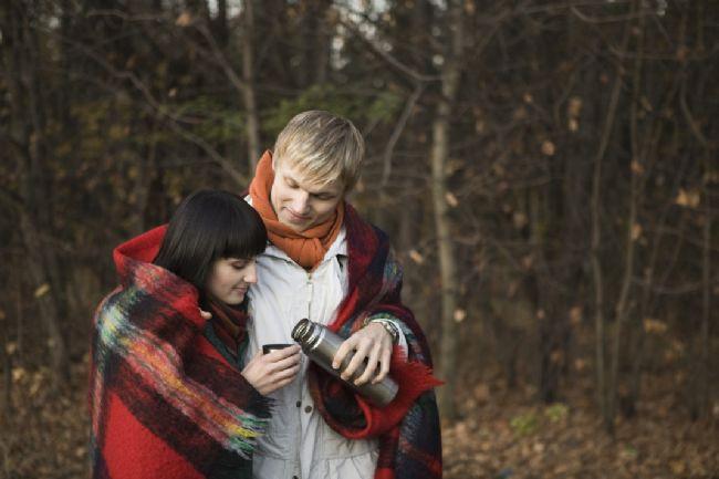 6-Aşk karşınızdakini mutlu etmenizi beklemiyor  Hayatta herkes kendi mutluluğundan sorumludur. Aşk ruh eşiniz için bir şeyler yapmanız için size baskı yapmaz. Aşk en güzel ortaklıktır ve eşittir.