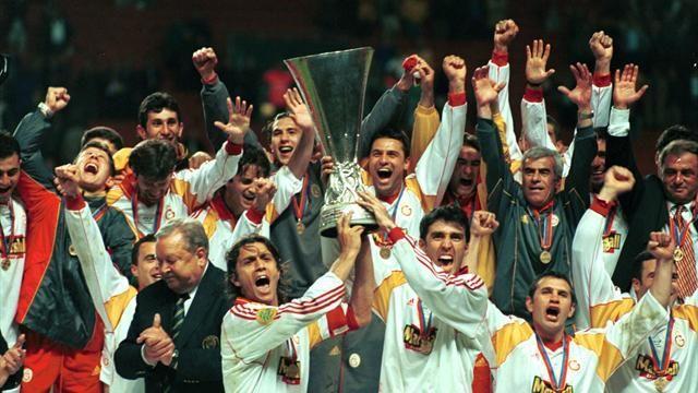 4-17 Mayıs 2000 – Galatasaray'ın UEFA Kupası Şampiyonluğu   Şimdilerde küçük görenler olsa da hepimiz biliyoruz ki Popescu o son penaltıyı attığında Bağdat Caddesi'nde de, Beşiktaş meyhanelerinde de sevinç çığlıkları yükseldi. Türk futbol tarihinin en büyük başarısı olan bu tarihi maç ile birlikte milenyuma zincir gibi kenetlenmiş olarak girmiştik. Yürüsek Viyana'yı tekrar kuşatırdık. Ama yaz geldi ve bünyeler gevşedi haliyle.