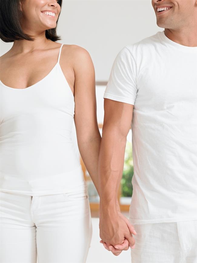 Sadakat  Her kadın küçüklüğünden itibaren aslında erkeklerin çok eşliliğe yatkın olduğu bilgisiyle büyür. Kendisinde neden bu özelliğin olamayacağını ama erkeklerde olmasının neden bu kadar normal kabul edilebileceğini pek düşünmez ama içten içe sadık bir erkek arayışındadır. Bir dolu hormonal hayatı boyunca yaşayan bir organizma olarak karmaşık olan duygularını daha da karmaşık hale getirecek bir erkeği hiçbir kadın istemez.