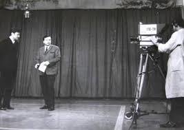 """İlk Spiker  Televizyon tarihimizin ilk spikeri Fatih Pesiner'dir ve ekran karşısına geçenlere ilk kez """"Sayın seyirciler"""" diye hitap etmiştir."""