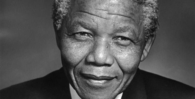 Nelson Mandela  Babasını kaybeden Nelson Mandela, Thembu halkının rehberi olan Şef Jongintaba Dalindyebo tarafından dokuz yaşındayken evlat edinildi.