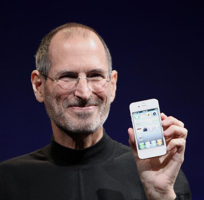 Steve Jobs  Steve Jobs'un biyolojik babası, Suriyeli bir Müslüman olan Abdulfattah Jandali idi. Kız arkadaşı Joanne Schieble'in ailesi karışık ilişkilerine itiraz etti ve Steve Jobs doğum sonrası Paul ve Clara Jobs tarafından evlat edinildi.