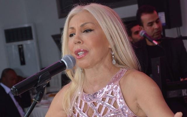 Semiha Yankı – Seninle Bir Dakika  1975 yılında ülkemizdeki Eurovision deliliğini başlatan şarkı olarak da bilinen bu şarkı, muhteşem melodisi ve sözlerine rağmen yarışmada başarılı olamadı. Ama günümüzde bile en iyi Türkçe şarkılar listelerinin üst sıralarında kendine yer bulan şarkı Semiha Yankı'ya şöhret kapılarını sonuna kadar açtı.