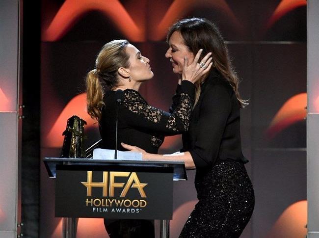 Hareketiyle geceye damgasını vuran Kate Winslet, bunu sadece Allison Janney'i tebrik etmek için yaptığını söyledi.