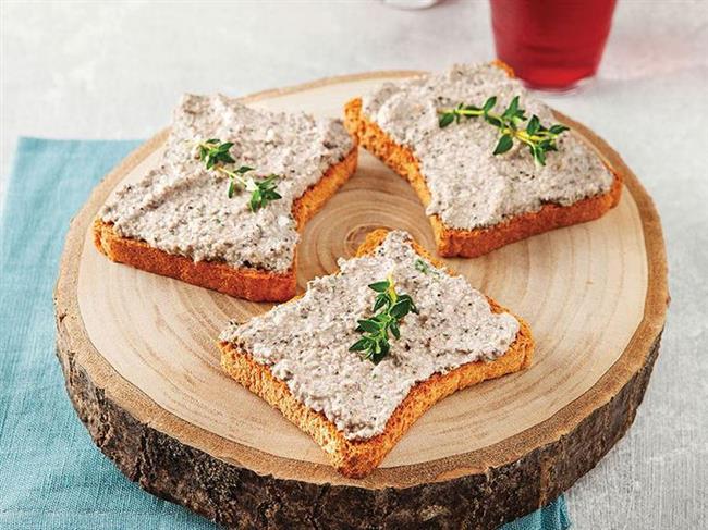 """ZEYTİNLİ CEVİZLİ DİPSOS  Malzemeler: 2 dilim kızarmış ekmek, 1/3 su bardağı süt, 1/3 su bardağı yoğurt, 1 tatlı kaşığı mayonez, 2 yemek kaşığı zeytin, 2 diş sarımsak, 1 yemek kaşığı ceviz, 1 tatlı kaşığı maydanoz.  Hazırlanışı:Ekmekleri ufalayıp çekirdeklerini çıkardığınız zeytini, sarımsağı, cevizi, maydanozu, yoğurdu ve sütü ekleyip blender'dan geçirin. Çok lezzetli dipsosunuz hazır.  <a href=  http://mahmure.hurriyet.com.tr/foto/saglik/besinlerdeki-vitamin-kayiplarini-engelleme-yollari_42600/  style=""""color:red; font:bold 11pt arial; text-decoration:none;""""  target=""""_blank"""">  Besinlerdeki Vitamin Kayıplarını Engelleme Yolları"""