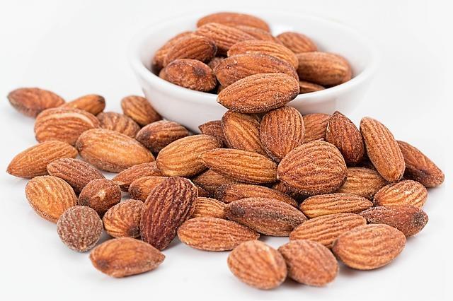 """Demir yönünden zengin gıdalar tüketin. Kabak, susam çekirdeği, badem, buğday, ciğer, yumurta, kuru üzüm, yulaf ve mercime temel besinleriniz arasında bulunsun.  <a href=  http://mahmure.hurriyet.com.tr/foto/saglik/besinlerdeki-vitamin-kayiplarini-engelleme-yollari_42600/  style=""""color:red; font:bold 11pt arial; text-decoration:none;""""  target=""""_blank"""">  Besinlerdeki Vitamin Kayıplarını Engelleme Yolları"""