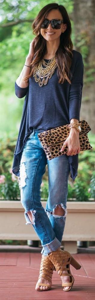 Leoparların spor hali bile oldukça iddalı. Jeanlerle birlikte kullanmak abartıdan uzak trendi bir stilin anahtarı olacaktır.