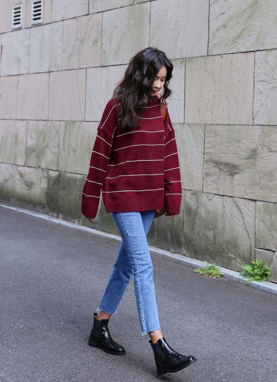 Oversize kazaklar bugünlerde çok moda. Sıradan sade bir görünüm için jean pantolonlarınızla kombinleyebilirsiniz.