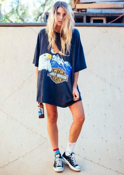 Oversize tişörtler yine yaz-kış kombinlenmesi kolay olan parçalardandır.