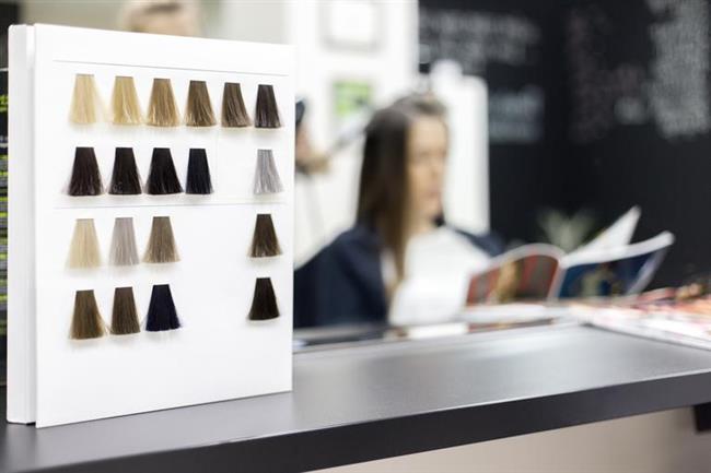 Saç tipini bilmek  Saçınızın kalın ya da ince oluşu boyama süresini ve kalıcılığını etkileyecektir. Boyayı kalın telli saçlar daha yavaş, ince telliler ise daha çabuk emer. Ayrıca permalı saçlar boyayı çabuk emdiği gibi daha çabuk kusar.
