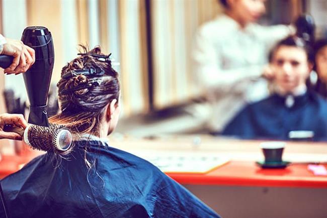 Tekrar boyama gerekli mi?  Üst üste boyanan saçlarda zayıflama ve matlık görünmesi doğaldır. Saçınızı her gün yıkadığınız takdirde 28-30 gün kadar kalıcı olabilen boyaları tekrarlamak için beklemeniz gereken ideal süre ilk boyama işleminden itibaren 6-8 haftadır.