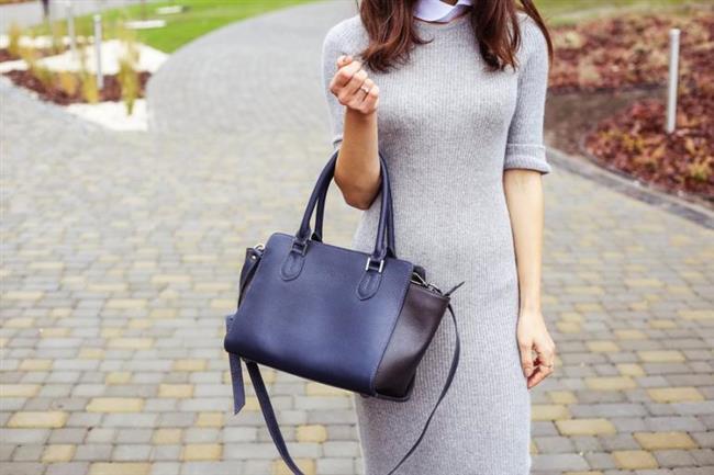 Triko elbiseler  Soğuk havaların ve sonbaharın en iyi tercihlerinden biri olan bu elbiselerden biri dolabınızda katlı bir şekilde dursun. Üzerine alacağınız bir yelek, fular ya da blazer bir ceketle bambaşka bir kıyafete dönüşebilir, pazar brunchlarından iş toplantılarına birçok yerde giyilebilir.
