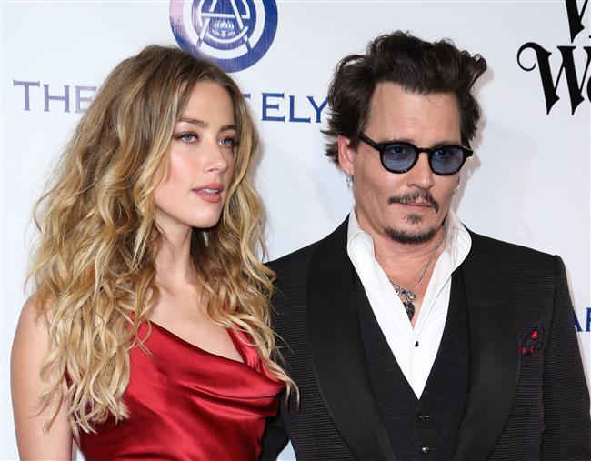 """Heard ve ABD'li ünlü aktör Johnny Depp, 2015 yılında evlenmiş ve bu senenin başında olaylı bir şekilde boşanmıştı.  <a href=  http://mahmure.hurriyet.com.tr/foto/magazin/spor-yapan-unluler_42694 style=""""color:red; font:bold 11pt arial; text-decoration:none;""""  target=""""_blank"""">  Spor Yapan Ünlüler"""