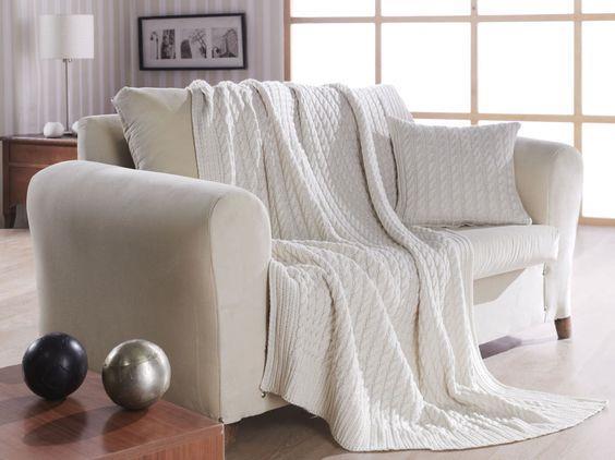 Koltuk Şalları  Koltuk şalları, gündüzleri bir dekorasyon malzemesiyken geceleri de sizleri sarmalayan bir battaniye olabiliyor.