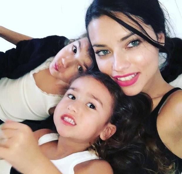-Adriana Lima kızları Valentina Lima Jaric, Sienna Lima Jaric