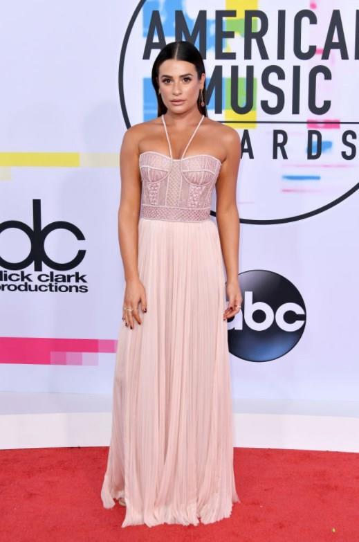 "Lea Michele   <a href=  http://mahmure.hurriyet.com.tr/foto/magazin/unlulerin-zayiflama-sirlari_42706 style=""color:red; font:bold 11pt arial; text-decoration:none;""  target=""_blank"">  Ünlülerin Zayıflama Sırları"